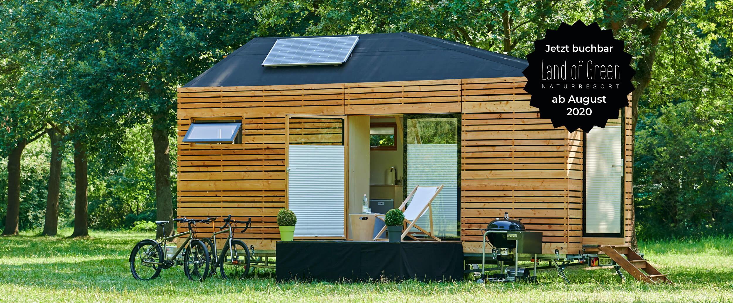 Aufgebautes Tinyhouse auf Wiese